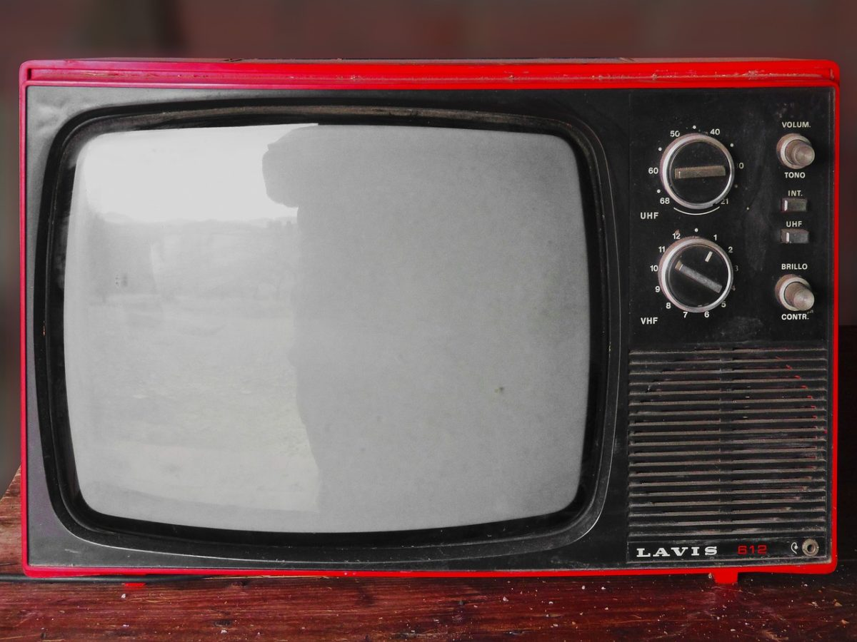 Wspólny odpoczynek przed telewizorem, lub niedzielne filmowe popołudnie, umila nam czas wolny oraz pozwala się zrelaksować.